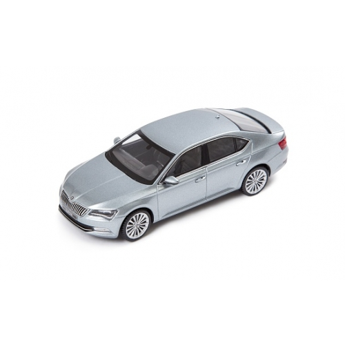 SKODA mudel Superb B8 1:43 (business grey)