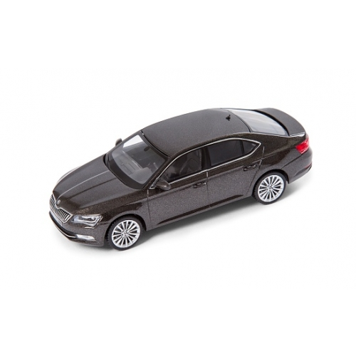 SKODA mudel Superb 1:43 (magnetic brown)